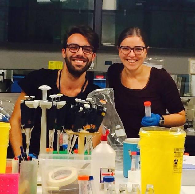 """I ricercatori che portano avanti il progetto """"Togliamo energia al tumore"""" al Dipartimento di Scienze Biomediche dell'Università di Padova, Ionica Masgras e Claudio Laquatra."""